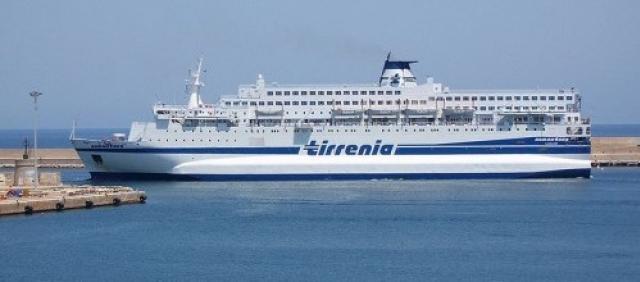 Fähre Tirrenia im Hafen von Arbatax