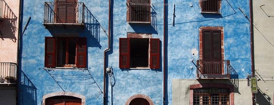 Blaue Hausfassaden In Bosa