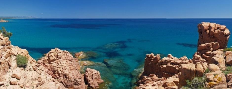 Felsen am Meer in der Ogliastra